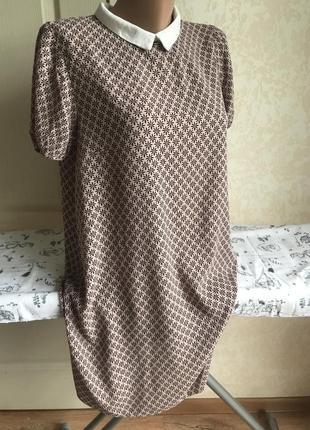 Нюдовое платье с воротничком, принт3 фото