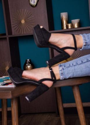 Черные замшвые туфли босоножки на каблуке на платформе женские летние новые 2021