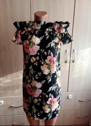 Летнее платье с открытыми плечами цветочный принт