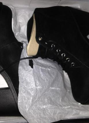 Новые в коробке ботинки на платформе
