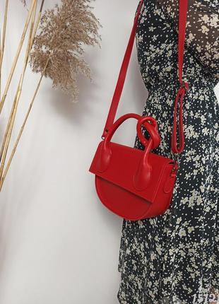 Червона напівкругла сумка з вузликом, женская сумка красная с узелком2 фото