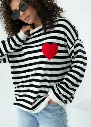 Полосатый оверсайз свитшот в полоску с красным сердечком, арт. 130544 фото