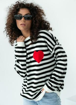 Полосатый оверсайз свитшот в полоску с красным сердечком, арт. 130542 фото