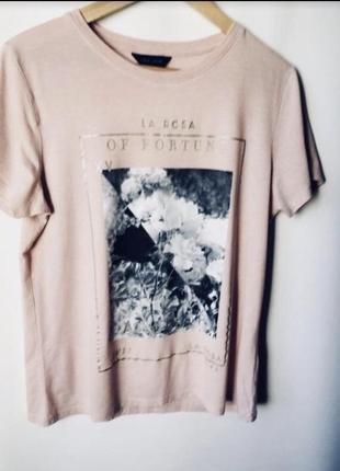 Красивая футболка с черно- белым принтом2 фото