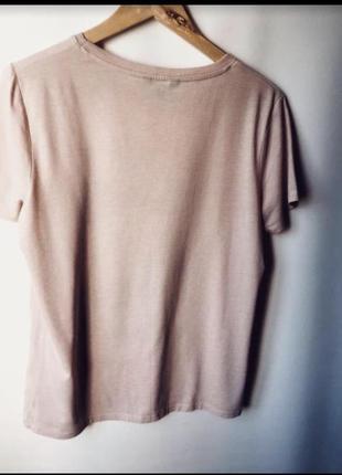 Красивая футболка с черно- белым принтом5 фото