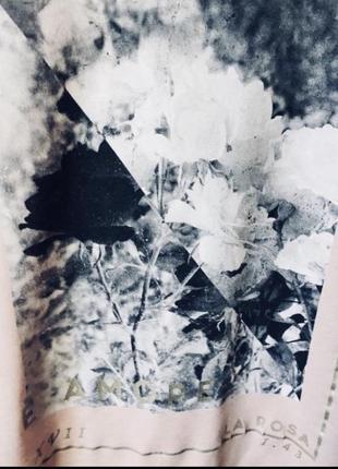 Красивая футболка с черно- белым принтом3 фото