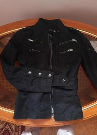 Курточка esprit