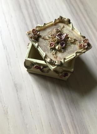 Шкатулка, коробка для украшений