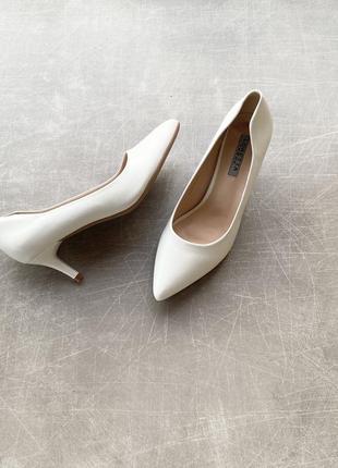 Белые туфли лодочки/удобные/в наличии