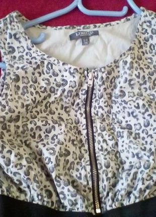 Серое пышное платье в леопардовый принт