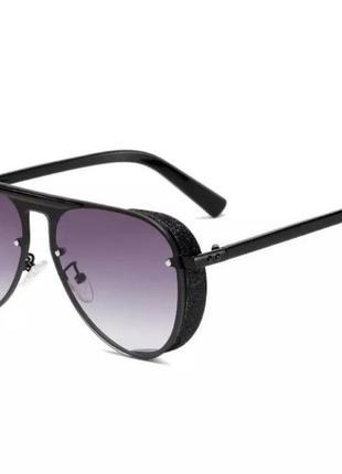 Женские солнцезащитные очки стекло в металлической оправе, с уф защитой