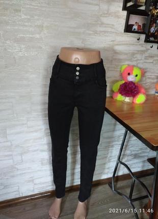 Фирменные, стрейчевые джинсы в идеале!!!