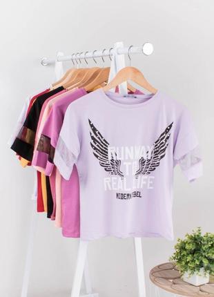 Стильная фиолетовая сиреневая лиловая футболка с надписью рисунком оверсайз топ сетка