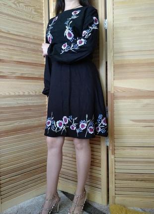Красивенное платье с вышивкой