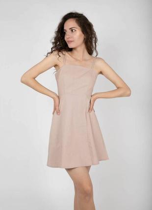 Платье  длины мини льняное с разрезом бежевое на бретелях