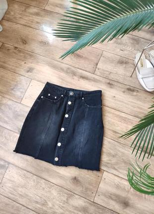 Джинсовая графитовая юбка с пуговицами