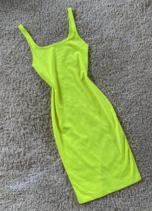Неоновое облягающее платье