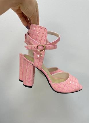 Эксклюзивные босоножки женские натуральная итальянская кожа рептилия розовая