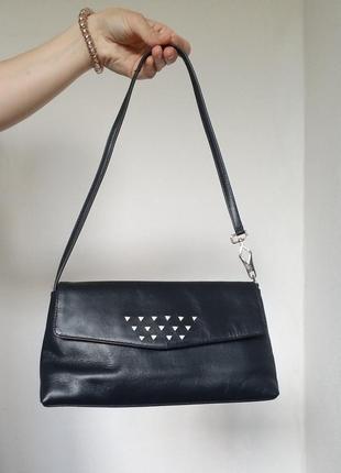 Темно-синяя кожаная сумка багет с короткой ручкой