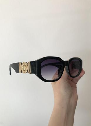 Узкие трендовые солнцезащитные солнечные очки с широкой дужкой с логотипом, вузькі окуляри версаче