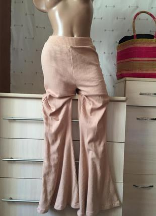 Бежевые клешные штаны в рубчик на резинке / брюки