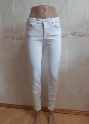 Белые джинсы слимы zara basic.