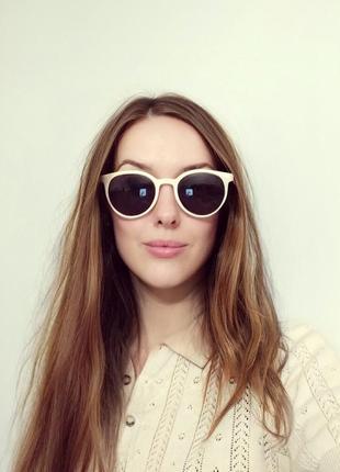 Классные солнцезащитные очки бежевые новые ретро окуляри сонцезахисні світлі беж