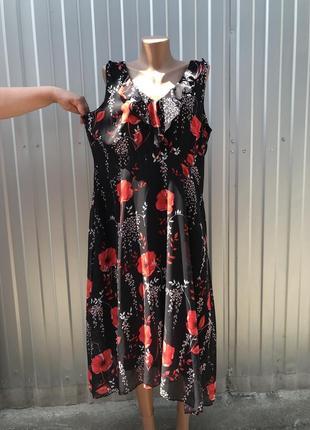 Нарядное шифоновое платье в цветах