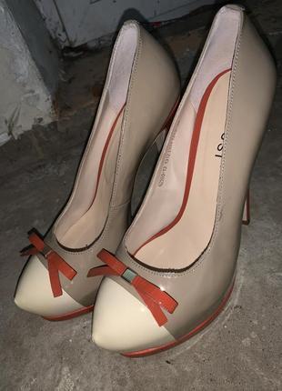 Туфли на каблуках лаковые туфли лодочки