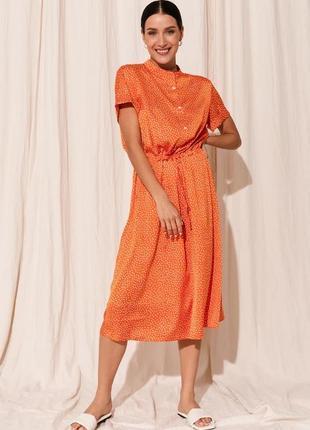 Яркое платье из шелка