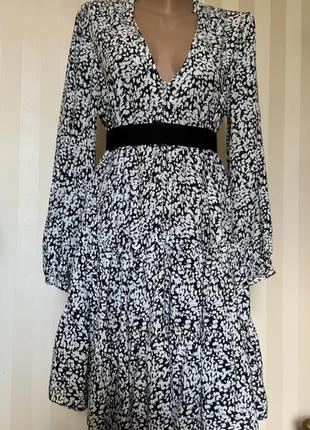 Платье с длинным рукавом ,с воланами