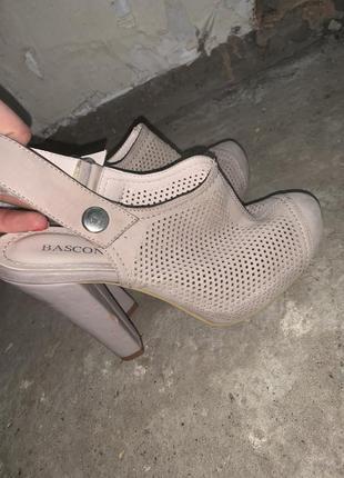 Бежевые туфли босоножки кожаные туфли на каблуках