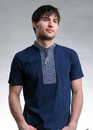 Вышиванка мужская. вышитая футболка мужская.