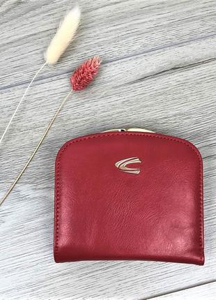 Компактный женский кошелек на кнопке красного цвета
