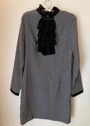Платье с рюшем на груди в клетку