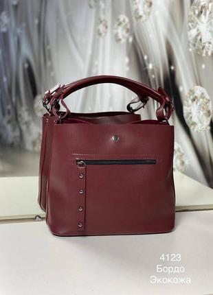 Бордовая сумка среднего размера, длинный ремешок