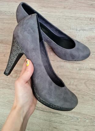 Туфлі marco tozzi туфли на каблуке блестящие