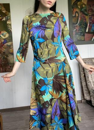 Шикарное яркое платье