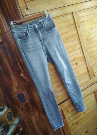 Сірі укорочені джинси скінні з рваними краями only