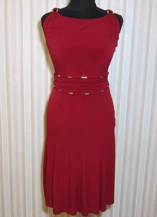 Красивое нарядное вечернее праздничное платье миди цвета бордо