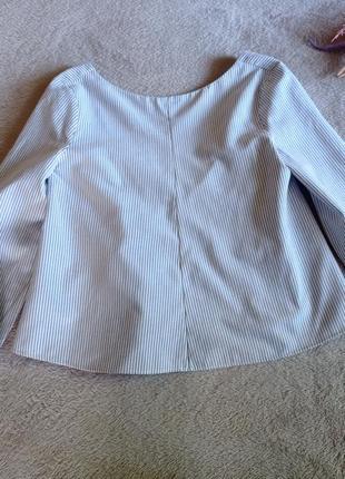 Блуза в полоску с открытой спинкой