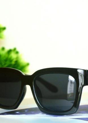 Черные, лаконичные солнцезащитные очки
