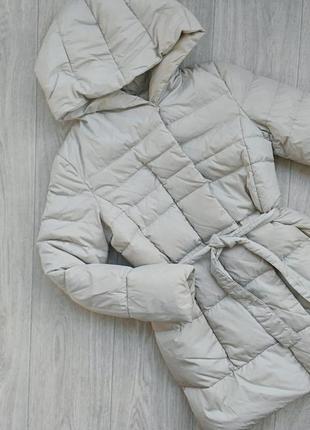 Oтличный кремовый теплый пуховик  от бренда ostin размер xs