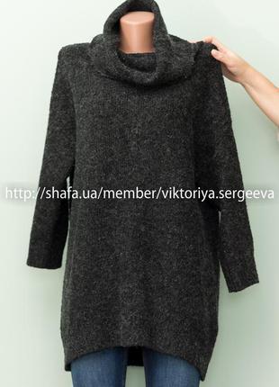 Актуальный теплый объемный темно-серый свитер с большим воротником оверсайз