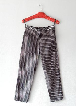 Укороченные зауженные брюки с узором размер xs s topshop