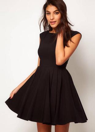 Маленькое черное платье с молнией на спинке для истинной леди от zara