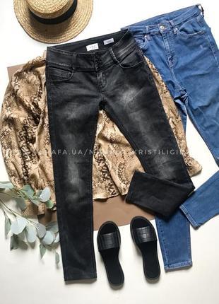 Серые джинсы р.m
