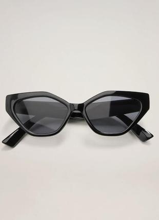 Крутые солнцезащитные очки mango геометрические