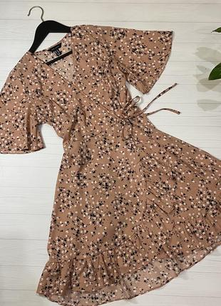 Платье на запах в цветочный принт персикового цвета от new look