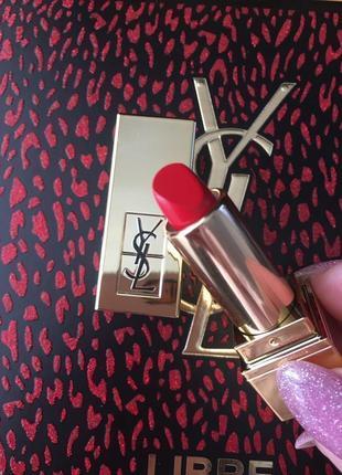 Стойкая помада 💄 для губ yves saint laurent rouge pur couture миниатюра 01 le rouge